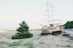 Плажът на Камчия и корабче. Снимка: ToGood Photos