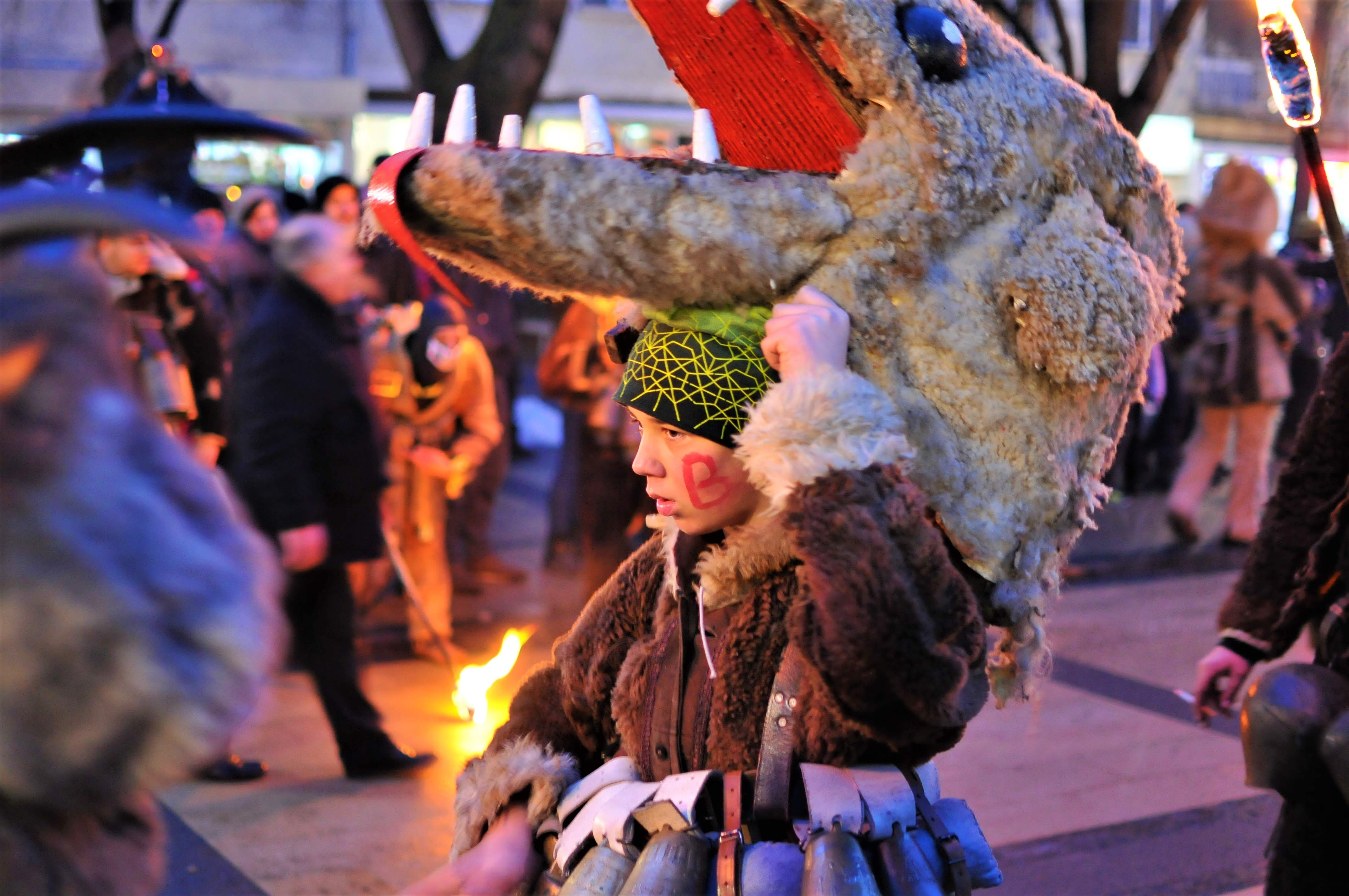 Сурва в Перник- фестивалът на кукерите