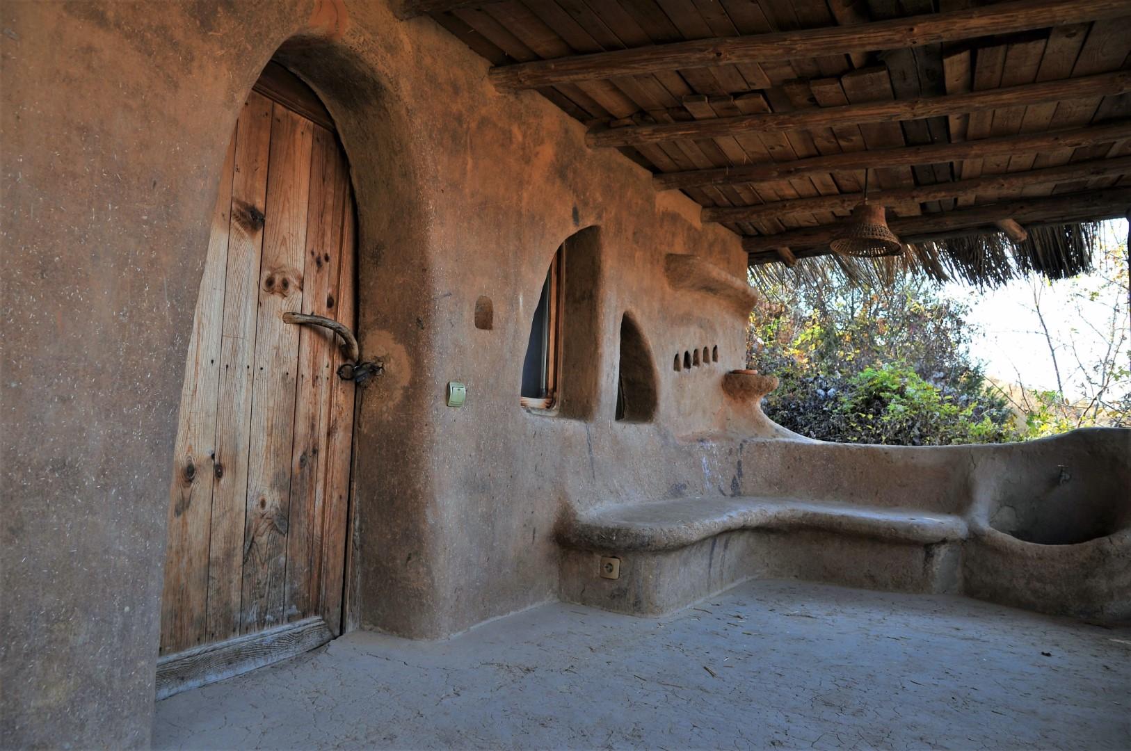 Глинената къща в Лещен. Снимка: ToGood Photos